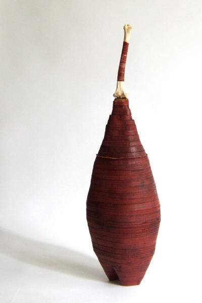 Marion Kieft - Canope 3, 2005 - wood, bone - 25 x 28 x 100 cm