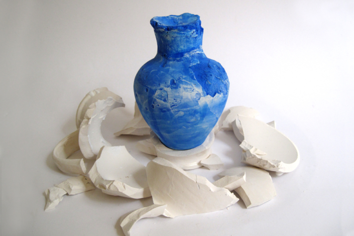 Marion Kieft - In duigen/In pieces, 2014 - pottery, plaster - ca 20 x 30 x 30 cm