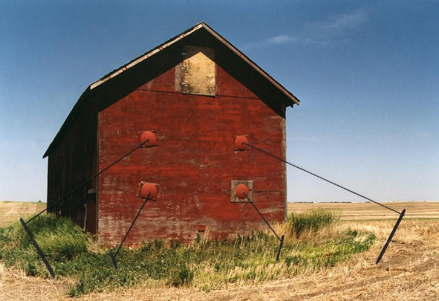 Marion Kieft - Intervention 3, Canada 2004 - met garen bewerkte foto - 20 x 30 cm