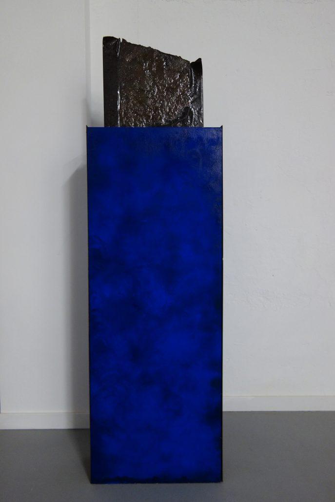 Marion Kieft- Opwaartse kracht/upthrust, 2009 - wood, iron, pigment - 20 x 45,5 x 156 cm